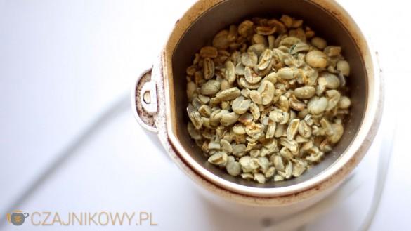 Parzenie zielonej kawy: zielona kawa w młynku