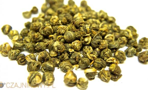 Sztuczne i naturalne aromaty w herbacie