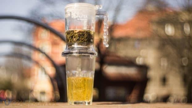 Żeby przefiltrować herbatę, umieść inqeuiTEA na każdej filiżance i każdym kubku, dzbanku, czy termosie.